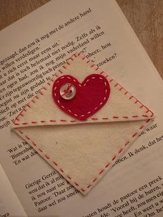 sweet heart bookmarks - would make great Valentines