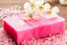DIY-Rezept für selbst gemachte rückfettende Seife für trockene Haut - ideal zur Reinigung und Pflege von trockener Haut ...