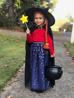 Room on the Broom Costume. Teacher Halloween Costumes, Mom Costumes, Dress Up Costumes, Family Halloween Costumes, Halloween Kostüm, Halloween Outfits, World Book Day Outfits, World Book Day Costumes, Book Week Costume