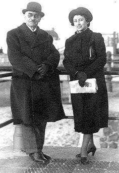 Alfred Klee with his daughter Ruth Goslar. Ruth was the mother of Hanneli Goslar, the best friend of Anne Frank. Ruth Goslar died in 1942 in Amsterdam during childbirth. The child was stillborn. Alfred Klee was deported to the Dutch transition camp of Westerbork in late 1943, and perished there.
