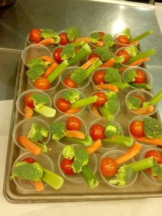 Creative lunch ladies School Lunch Recipes, Healthy School Lunches, School Recipe, Cheese Fruit Platters, Obesity Help, School Lunchroom, Cafeteria Food, Lunch Room, Kids Nutrition
