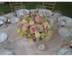 1000 images about centros de mesa con flores on pinterest - Decoracion de jarrones con flores artificiales ...
