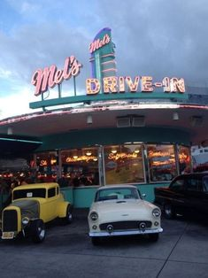 Aesthetic Photography photography food photo vintage indie cars retro yum neon American America diner Fast Food universal milkshakes universal studios mels drive thru i love this place drive in American Diner 70s Aesthetic, Aesthetic Vintage, Aesthetic Photo, Aesthetic Pictures, Aesthetic Pastel, Aesthetic Bedroom, Space Ghost, Retro Photography, Photography Aesthetic