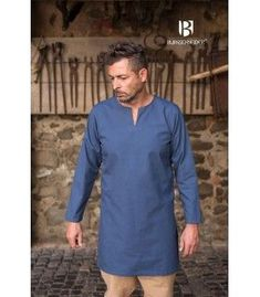 Blue tunic Medieval short model Leif, long sleeve made of cotton, ideal to complement with medieval costumes. Cream Shorts, Short Models, Medieval Costume, Black Tunic, Costumes, Long Sleeve, Tunics, Casual, Sleeves