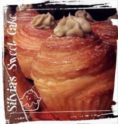 Cruffin ripieni con mascarpone e crema al pistacchio https://www.facebook.com/silviassweetcake #cruffin #foodporn #croissantmuffin #cruffinalpistacchio