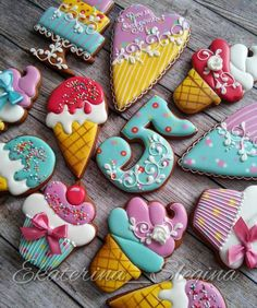 The link isn't anything about cookies, but this pic is great inspiration for cookie decorating! I see a watermark. I need to do some investigating to find the original cookie artist. Crazy Cookies, Fancy Cookies, Cute Cookies, Cupcake Cookies, Cupcakes, Bolacha Cookies, Galletas Cookies, Iced Sugar Cookies, Ice Cream Cookies