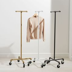 Rolling Coat Rack Monroe Trades Mobile Clothing Rack How To Buy Kid's Rugs Those that are looking to Remodeling Mobile Homes, Home Remodeling Diy, Mobile Home Renovations, Basement Remodeling, Bathroom Remodeling, Clothes Stand, Clothes Racks, Cheap Clothes, Mobile Home Decorating