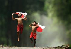 Photographer Captures The Carefree World Of Children In An Indonesian Village Photography Pics, Mountain Photography, Outdoor Photography, Children Photography, Drone Photography, Amazing Photography, Landscape Tattoo, Village People, Wedding Photo Inspiration