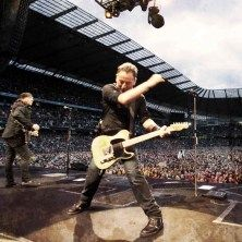Bruce Springsteen and the E Street Band - Le voci si rincorrono ormai da qualche settimana e ora trovano finalmente conferma:Bruce Springsteen and The E-Street Band ritornano dal vivo in Italia nel 2013 e per ben 4 concerti:30 maggio Napoli, Piazza del Plebiscito1 giugno Pad...