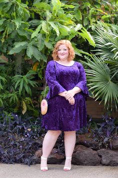 Earlier, plus-sized women used to find it challenging to receive a perfect dress for any event. Inexpensive prom dresses don't need to appear cheap! Plus Size Cocktail Dresses, Black Cocktail Dress, Plus Size Dresses, Plus Size Outfits, Curvy Women Fashion, Plus Size Fashion, Inexpensive Prom Dresses, Looks Plus Size, Different Dresses