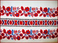 Mint országszerte általában, Szécsény környékén is a színes hímzést, a… Hungarian Embroidery, Folk Embroidery, Brazilian Embroidery, Embroidery Stitches, Embroidery Patterns, Machine Embroidery, Stitch Patterns, Stoff Design, Couture Embroidery