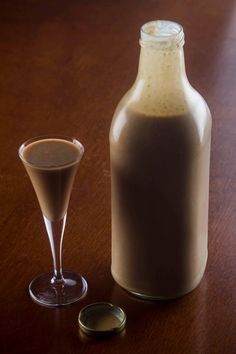 Liquor Drinks, Alcoholic Drinks, Beverages, Dark Chocolate Brands, Portuguese Recipes, Portuguese Food, Alcohol Recipes, Limoncello, Chef Recipes