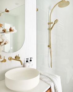 30 Quick and Easy Bathroom Decorating Ideas Gold Bathroom, Bathroom Spa, Diy Bathroom Decor, Laundry In Bathroom, Bathroom Fixtures, Bathroom Interior Design, Small Bathroom, Bathroom Ideas, Washroom