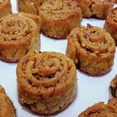 Merhabalar.Denemek isteyenler için, cevizli rulo tatlımın tarifini yazıyorum❤ Bu tarif kaçmaz!Mutlaka denemelisiniz. CEVİZLİ RULO… Muffin, Cookies, Breakfast, Desserts, Food, Youtube, Instagram, Apple Tea Cake, Easy Meals