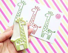 timbro di gomma di giraffa. bollo di intagliato a mano. bollo degli animali di Safari. fabbricazione di carta di compleanno. carta da regalo fai da te bambino doccia. mestiere: vacanza bambini. grande