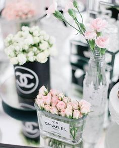 On #KarasPartyIdeas.com today (direct link in bio) see this gorgeous #Chanel inspired #30thbirthday #party! Styled by Vanessa Almeida Rechi! by karaspartyideas