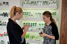 Va asteptam la Centrul de Frumusete Farmec:http://www.farmec.ro/centrul-de-frumusete.html