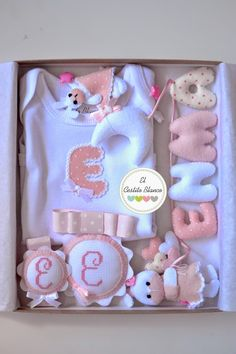 EL CESTITO BLANCO Felt Crafts, Diy Crafts, Felt Letters, Baby Kit, Baby Decor, Baby Accessories, Baby Shower Gifts, New Baby Products, Projects To Try