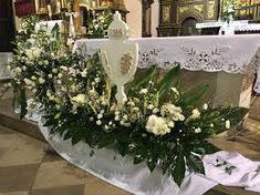نتيجة بحث الصور عن dekoracja ołtarza komunia Altar Flowers, Flower Arrangements, Table Decorations, Furniture, Home Decor, Temples, Google Search, Altars, Floral Arrangements