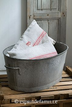 1000 images about vintage buckets on pinterest buckets for Brocante industrielle en ligne