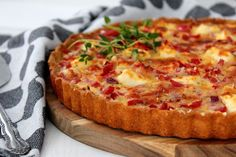 Perinteinen kinkku-juustopiirakka - luottoreseptini - Starbox Hawaiian Pizza, Vegetable Pizza, Quiche, Feta, Cheese, Vegetables, Breakfast, Recipes, Finland