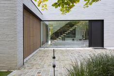 Brick Architecture, Minimalist Architecture, Architecture Details, Modern Residential Architecture, Facade Design, Exterior Design, House Design, Mcm House, Facade House