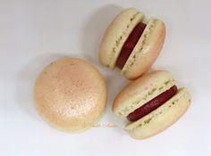 Hot Dog Buns, Hot Dogs, Macarons, Bread, Ethnic Recipes, Food, Cupcakes, Chocolate Fondue, White Chocolate