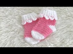 How to crochet a hexagon that looks like six triangles put together. I created this myself with out a pattern. I hope you like it. Crochet Baby Socks, Crochet Baby Clothes, Crochet Slippers, Crochet For Kids, Diy Crochet, Baby Knitting, Crochet Stitches, Crochet Patterns, Crochet Sandals