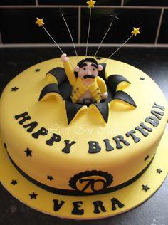 Algo así, pero con el número 22 ;{D Queen Birthday, 9th Birthday, Birthday Cake, Birthday Ideas, Cake Pictures, Cake Pics, Queen Cakes, Queen Band, Freddie Mercury