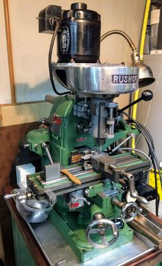 Rusnok Milling Machines and Attachments - pictures and descriptions Metal Working Machines, Metal Working Tools, Handy Tools, Cool Tools, Metal Mill, Machinist Tools, Welding And Fabrication, Lathe Tools, Old Factory