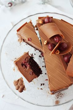 Tort cu mousse de ciocolata si visine/ Chocolate mousse and cherry entremet Baking Recipes, Cake Recipes, Dessert Recipes, Desserts, Just Cakes, Cakes And More, Yummy Treats, Sweet Treats, Chocolate Treats