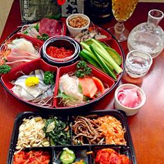 Roll your own sushi Hand Roll Sushi, Cobb Salad, Rolls, Food And Drink, Appetizers, Plates, Sweet, Japan, Drinks