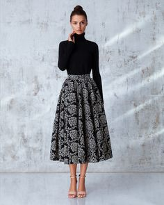a great example of a style pinsight from an informed pinner Outfits classy midi skirts Modest Dresses, Modest Outfits, Skirt Outfits, Modest Fashion, Hijab Fashion, Dress Skirt, Fashion Outfits, Semi Formal Dresses Modest, Casual Outfits