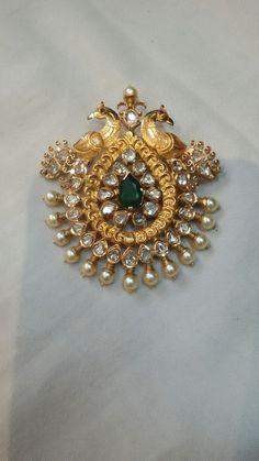 Gold Jewelry In Italy Gold Earrings Designs, Gold Jewellery Design, Necklace Designs, Gold Pendent, Diamond Pendant, Art Nouveau, Gold Jewelry Simple, Pendant Design, Pendant Set