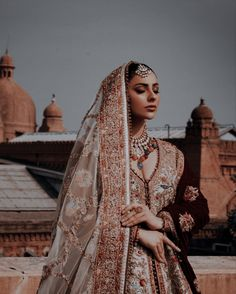 Indian Fashion Dresses, Indian Outfits, Pakistani Bridal, Pakistani Dresses, Indian Aesthetic, Dress Hairstyles, Desi Clothes, Bridal Photography, Sari