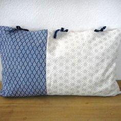 Housse de coussin 50x30cm - tissu japonais imprimé vagues (seigaiha) et étoiles (asanoha)