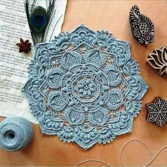Beautiful napkin and diagram to it Crochet Placemat Patterns, Crochet Table Runner Pattern, Irish Crochet Patterns, Crochet Doily Diagram, Knitting Paterns, Crochet Symbols, Crochet Lace Edging, Crochet Mandala, Crochet Designs