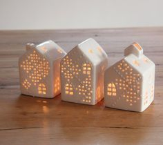 cute little houses. Calls for a diy Clay Houses, Ceramic Houses, Miniature Houses, Ceramic Clay, Ceramic Pottery, Slab Pottery, Ceramic Bowls, Clay Projects, Clay Crafts