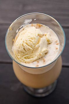 NESS CAFFEE FRAPPE CU CARAMEL | Diva in bucatarie Irish Cream, Frappe, Smoothie, Caramel, Deserts, Food And Drink, Gluten Free, Ice Cream, Drinks