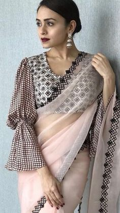 Latest Collection of Saree & Blouse Designs in the photo gallery. Saree & Blouse styles from India's Top Online 🛒Shopping Sites. Best Blouse Designs, Saree Blouse Neck Designs, Dress Designs, Saree Draping Styles, Saree Styles, Sari Bluse, Latest Saree Blouse, Design Page, Stylish Sarees
