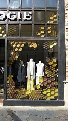 Salt Lake City Utah store window for bees - Merchandising - Ideas of Merchandising - honeycomb window display Visual Merchandising Displays, Visual Display, Display Design, Store Design, Design Shop, Retail Windows, Store Windows, Anthropologie Display, Store Window Displays