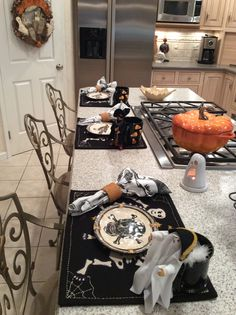 halloween decorating and table setting ideas halloween 2013 home and halloween - Halloween Place Settings