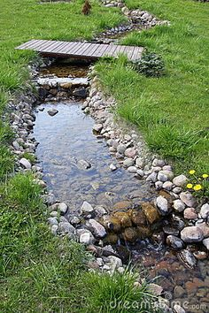 Garden stream banked with pebbles Awesome Garden Pond Designs You Can Build To Complement Your Gardens Backyard Stream, Garden Stream, Backyard Water Feature, Rain Garden, Ponds Backyard, Lawn And Garden, Water Garden, Garden Pond, Spring Garden