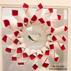 Learn how to make this DIY Felt Holiday Wreath! Click on the image for a full step by step tutorial!