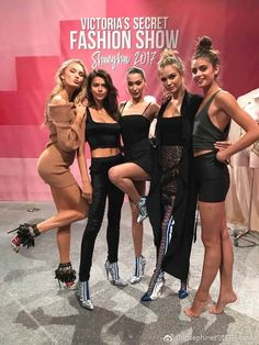 Elsa Hosk on the left and Taylor Hill on the right. Shanghai - Women X Victoria Secrets, Victoria Secret Wings, Taylor Hill, Elsa Hosk, Victorias Secret Models, Victoria Secret Fashion Show, Vs Models, Female Models, Runway Models