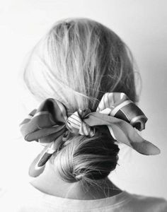 Foulard a fiocco come elastico per capelli