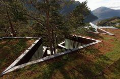 Křivky střechy připomínají norské zátočiny.