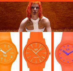 Vi ricordate il film sci-fi Il quinto elemento? Milla Jovovich era Leeloo, un essere perfetto creato in laboratorio. Lei non aveva bisogno di contare il tempo, ma l'arancione era il suo colore :)  Ecco tre arancioni vibranti in tre modelli diversi di orologi H2X:  H2X ONE LADY H2X SLIM 6.9 H2X ONE FLUO  Dove trovarli? In oltre 1000 punti vendita sul territorio italiano, dalle gioiellerie alla grande distribuzione, oppure su diversi store online, tra cui Amazon.