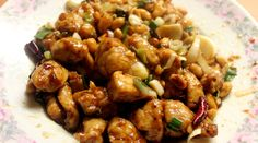 Spicy Peanut Chicken has a ginger and cayenne kick that give this healthy lunch option some powerful flavor. It's an easy-to-make dish that should be Pollo Kung Pao, Kung Pao Chicken, Easy Meal Plans, Easy Meals, Low Carb Chinese Food, Sandwich Sides, Lunch Saludable, Peanut Chicken, Food Preparation