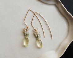 Indian Jewelry Earrings, Pearl Earrings, Drop Earrings, Jewelry Crafts, Sparkles, Gems, Pearls, Projects, Ear Rings